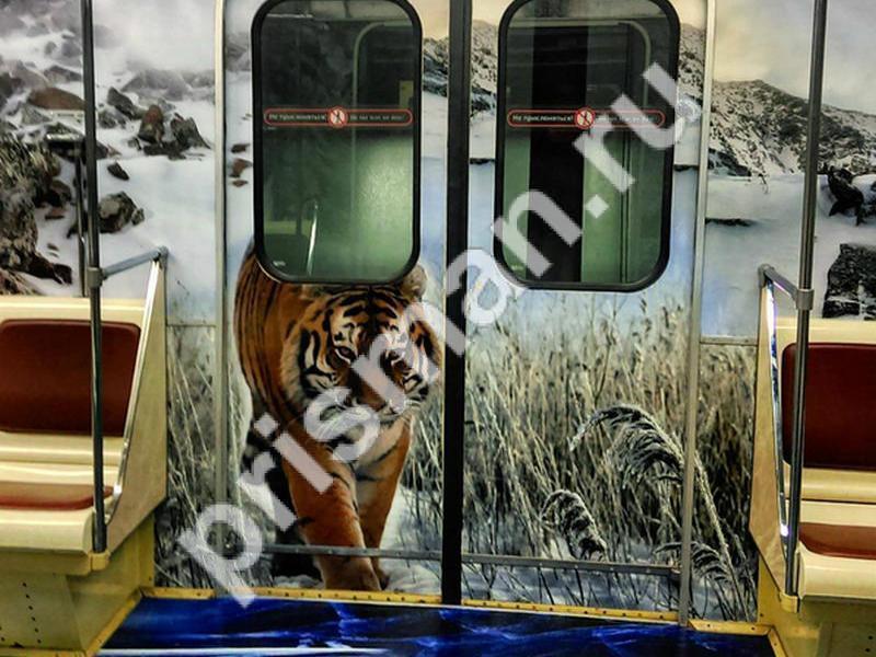 В столичном метрополитене появились вагоны с изображениями обработанными в Призма